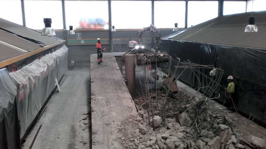 Demolició Tècnica Amb Robot De La Rampa Del Mercat De Canyelles