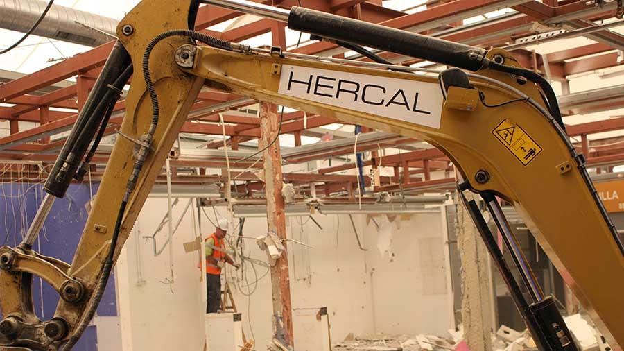 Demolició Per Procediments Manuals I Mecànics Del Mercat Provisional De La Florida