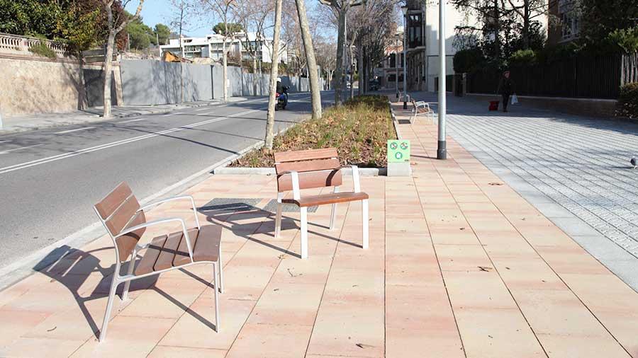 Instal·lació De Mobiliari Urbà