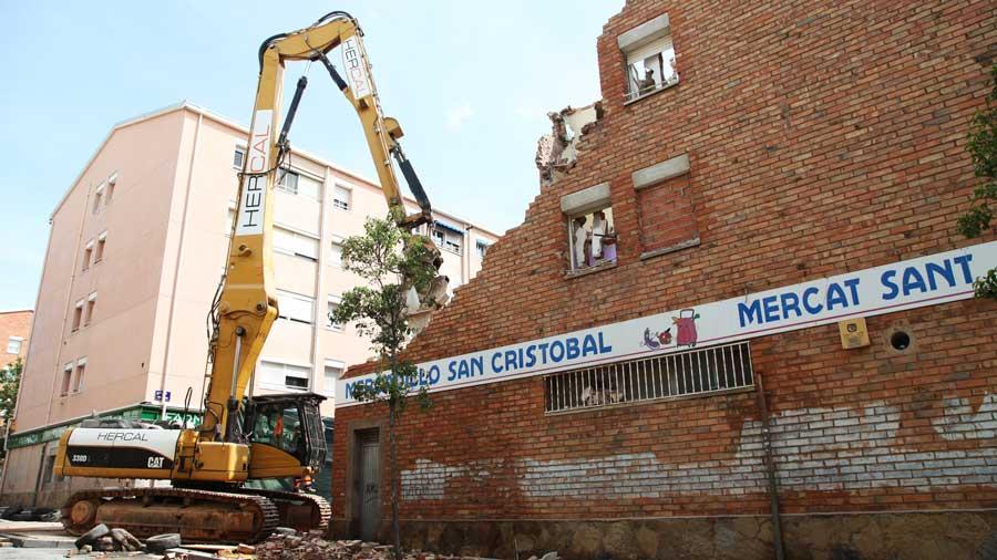 Hercal Derribos: Demolición De Edificio En Terrassa