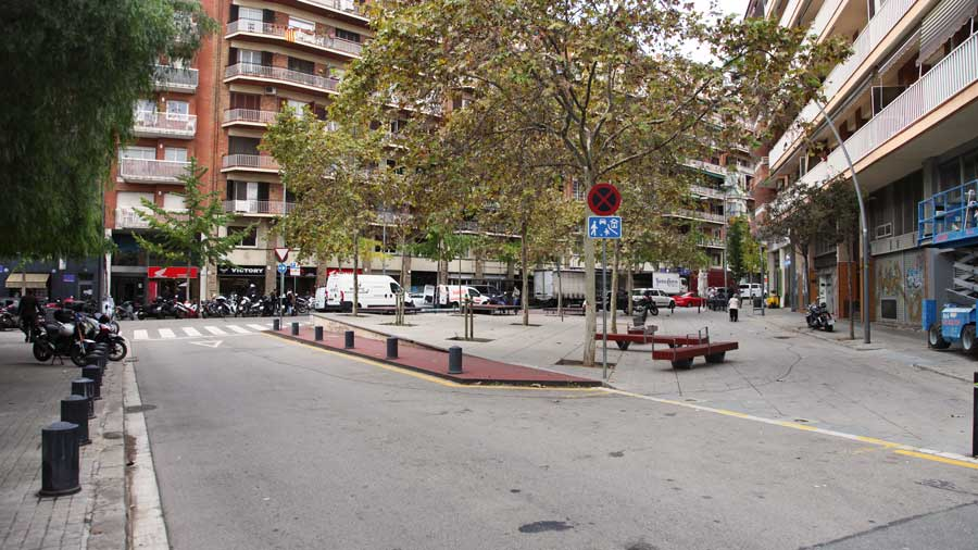 Reurbanización De La Calle Conxita Supervia, En Barcelona