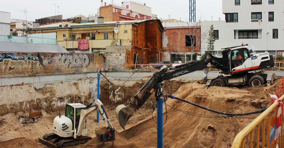 Movimiento De Tierras En La Calle Perelló Para La Construcción De Viviendas